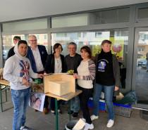 Besuch der Sozialdezernentin – Bienenhotels gebaut