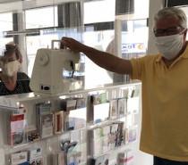 Nähmaschinen gesammelt – Geflüchtete nähen Behelfsmundschutz