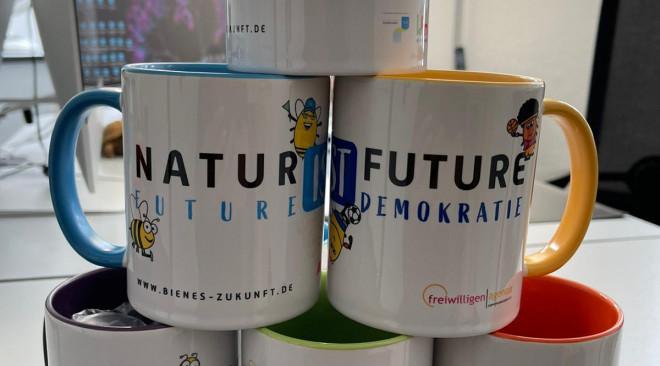 Future-Tassen für Bienen, Sport, Natur und Demokratie