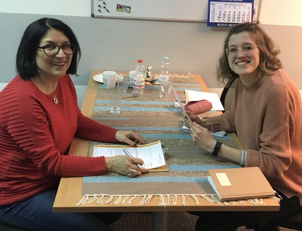 Parvin Hemmecke-Otte mit Ella Bellersen von der Freiwilligenagentur in Braunschweig beim Interview