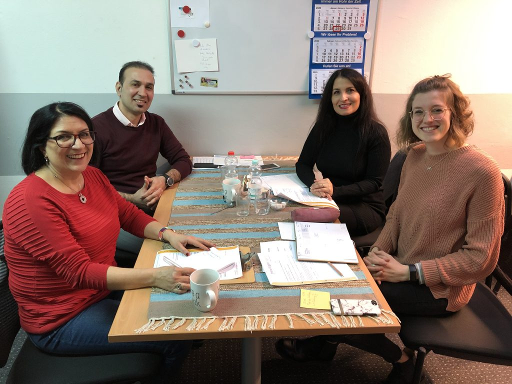 Parvin Hemmecke-Otte mit Familie Kiani und Ella Bellersen bei der Freiwilligenagentur in Braunschweig