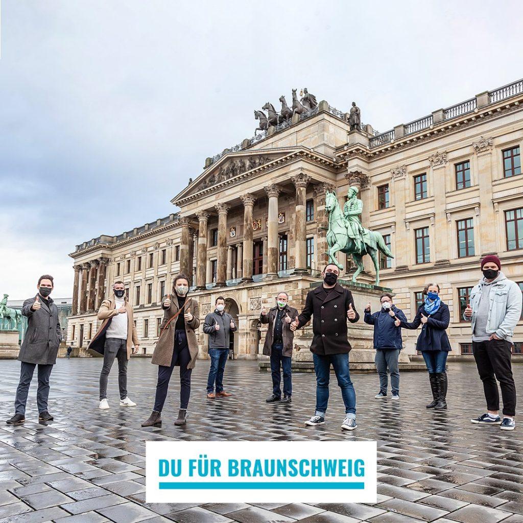 (v.l.): Falk-Martin Drescher (The Dude), Patrick Rokohl (Braunschweiger Profiboxer / WBO Europameister), Frieda Kühne (wehyve GmbH), Tiemo Böhm (AWO-Bezirksverband Braunschweig e. V.), Hans Golmann (ambet e. V.), Babak Khosrawi-Rad (eventives GmbH), Matthias Bertram (Freiwilligenagentur Jugend-Soziales-Sport e. V.), Friederike Kühn (Öffentliche Versicherung Braunschweig), Jonathan Beddig (wehyve GmbH).  Bildnachweis: Andreas Rudolph